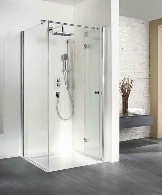 Eck-Dusche mit Dreh-Falttuer geöffnet