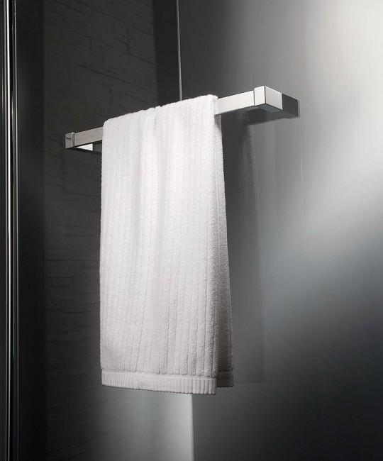 Handtuchhalter mit Befestigung auf Glasoberfläche